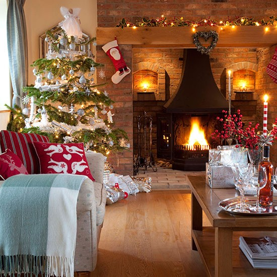Natural-Brick-Christmas-Living-Room-25-Beautiful-Homes-Houstohome